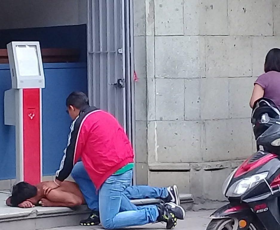 Transeúntes someten a ladrón de teléfonos en el Centro de Oaxaca | El Imparcial de Oaxaca