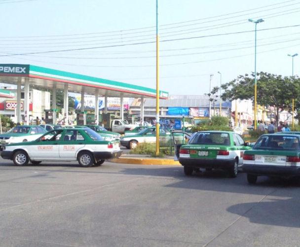 Taxistas de Juchitán quieren aumentar el costo del pasaje