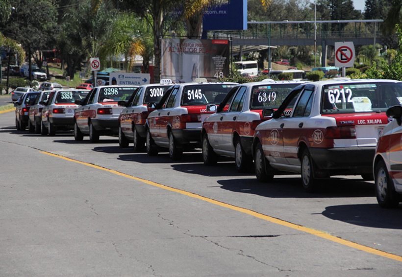 Transportistas de Tuxtepec exigen reparación de carretera