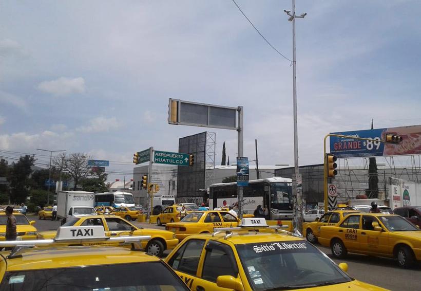 Con bloqueo, presionan transportistas a Sevitra | El Imparcial de Oaxaca