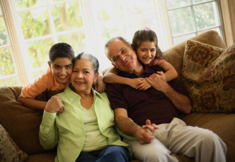 El efecto positivo de la convivencia entre nietos y abuelos | El Imparcial de Oaxaca