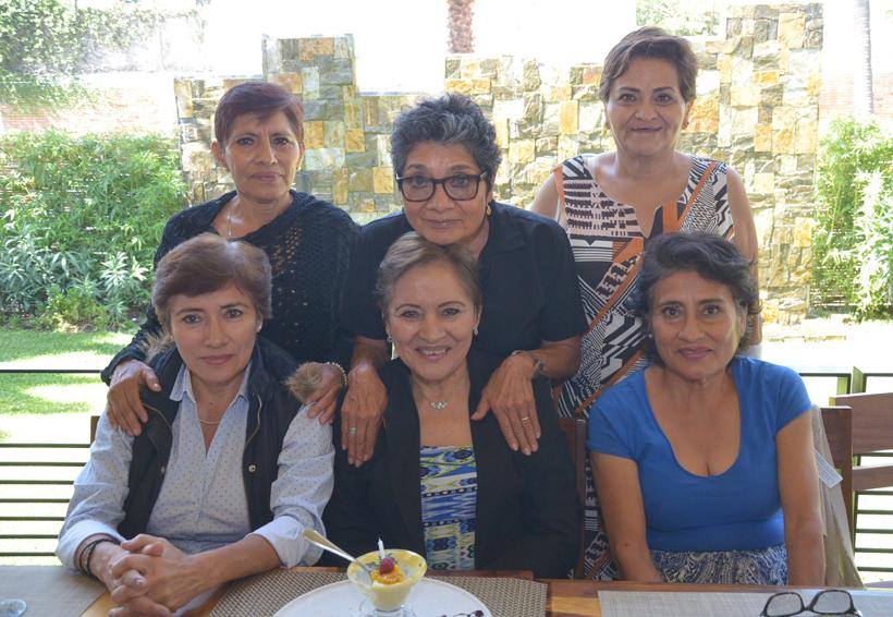 Consuelo apaga su velita | El Imparcial de Oaxaca