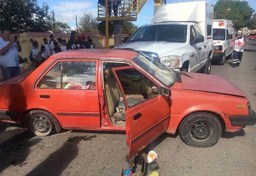 Choca camioneta de SSO; una mujer sufrió lesiones | El Imparcial de Oaxaca