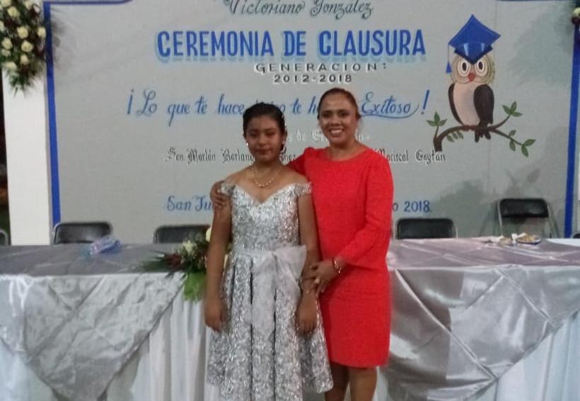 Ana Paola  termina la primaria