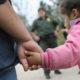 Niños y bebés separados de padres comparecen ante Corte de Inmigración en EU