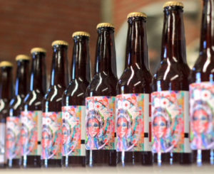 """La Roja"", cerveza conmemorativa de la Guelaguetza"