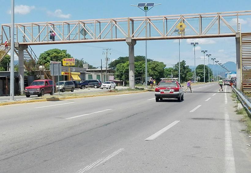 Urgen seguridad en puentes peatonales de Oaxaca por constantes asaltos | El Imparcial de Oaxaca