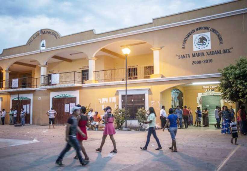 Roban cajero y se mofan de la Policía Municipal de Xadani | El Imparcial de Oaxaca