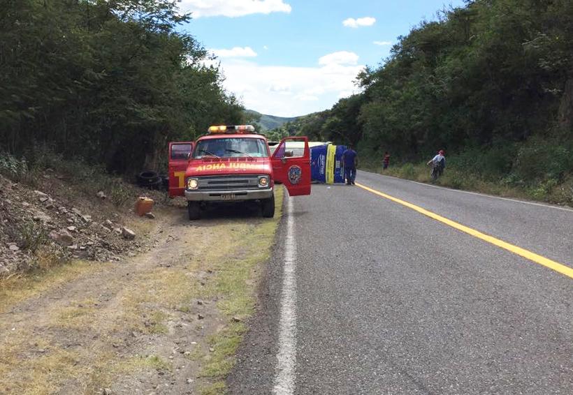 Volcadura en Huajuapan, deja sólo daños materiales