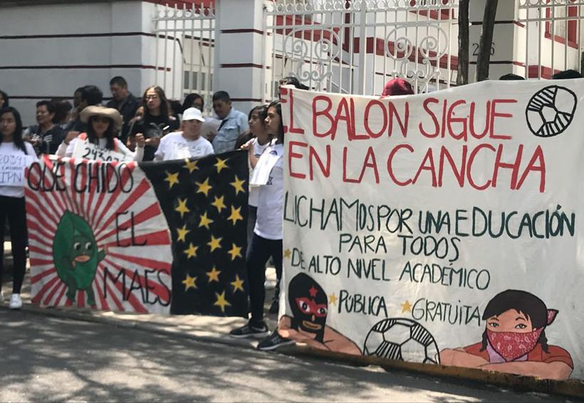 Rechazados de universidades públicas protestan en la casa transición | El Imparcial de Oaxaca