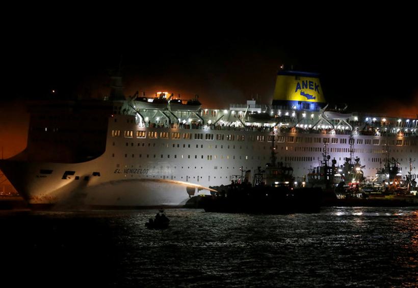 Evacúan crucero con más de mil personas en Grecia por incendio | El Imparcial de Oaxaca