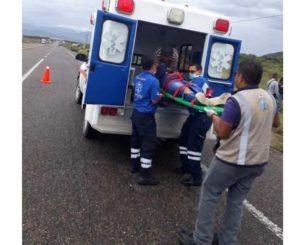 Chocan mototaxi y auto  en carretera federal a Ejutla
