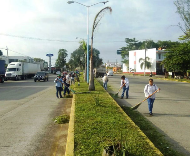 Continúa mantenimiento de bulevares en Tuxtepec