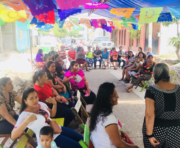 Continúan los apoyos a mujeres artesanas de Juchitán, Oaxaca