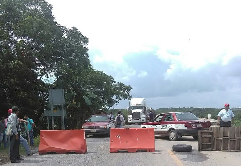 Cumple tres días bloqueo en Tolosita contra Pemex