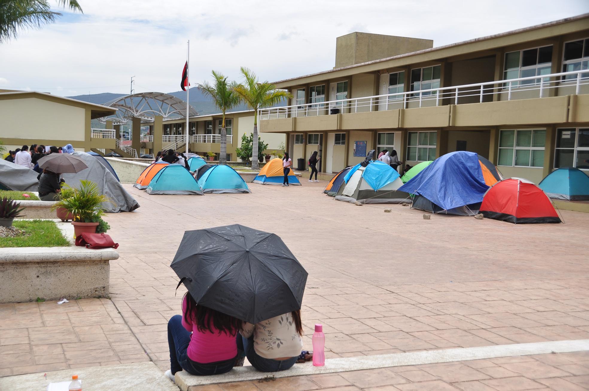 Trabajan normales con modelo anterior en Oaxaca | El Imparcial de Oaxaca