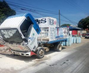 Se incendia camión de empresa gasera en Oaxaca
