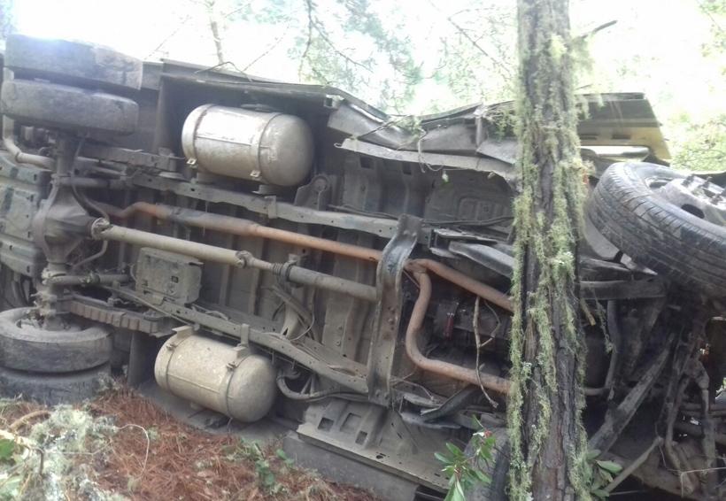 Deja un muerto volcadura de camioneta de valores, en la Sierra Norte