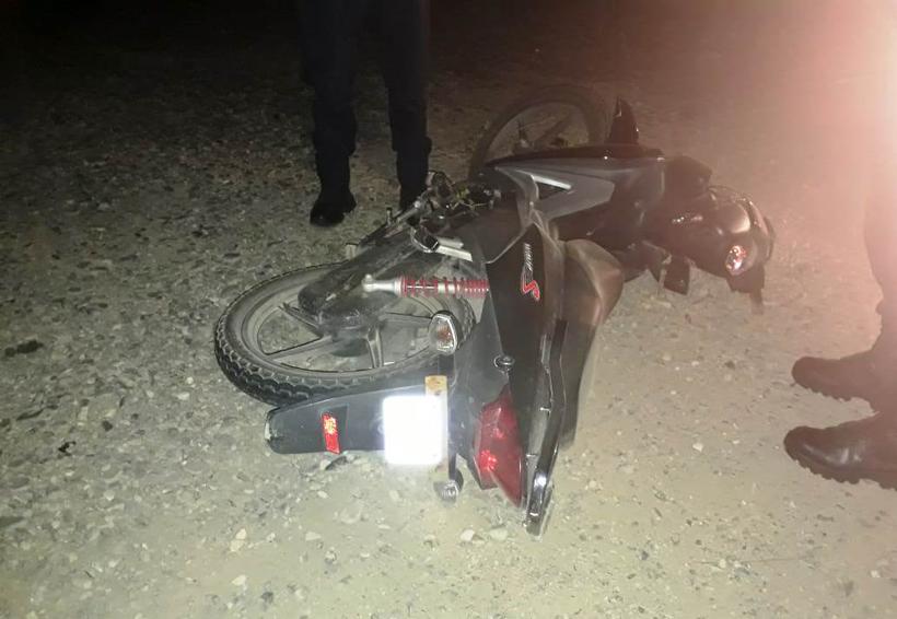 Motociclista colombiano derrapa en Salina Cruz