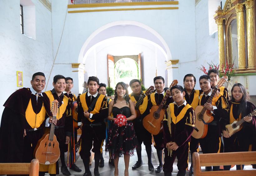 Irais Citlaly celebró sus quince primaveras