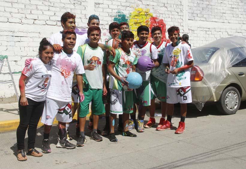 Academia Indígena de México pinta muro en la EST 6