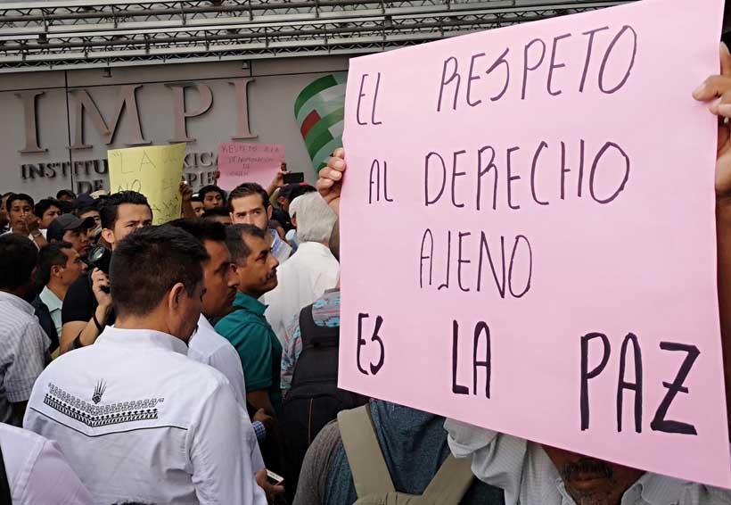Con movilizaciones en la Ciudad de México, defienden el mezcal con uñas y dientes