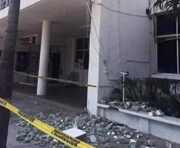 Palacio Municipal de Salina Cruz se resiste a caer