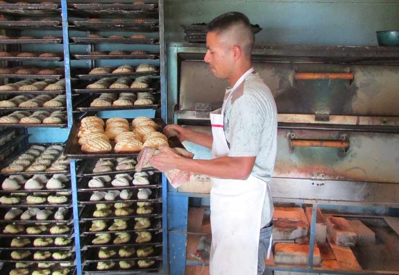 Panaderos de Oaxaca celebran  su día trabajando