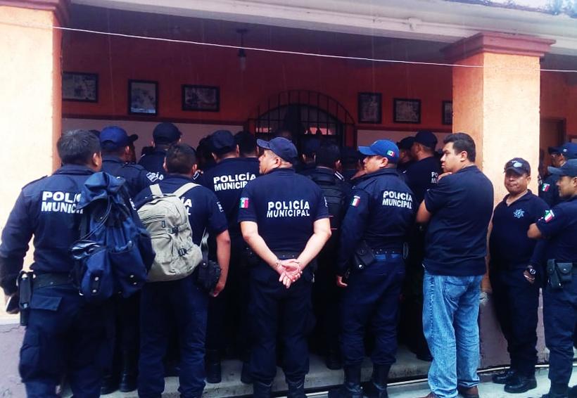 Policías municipales de Huajuapan, desconocen a regidor  de Seguridad Pública