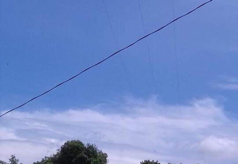 Primaria de la Costa peligra por poste de luz dañado