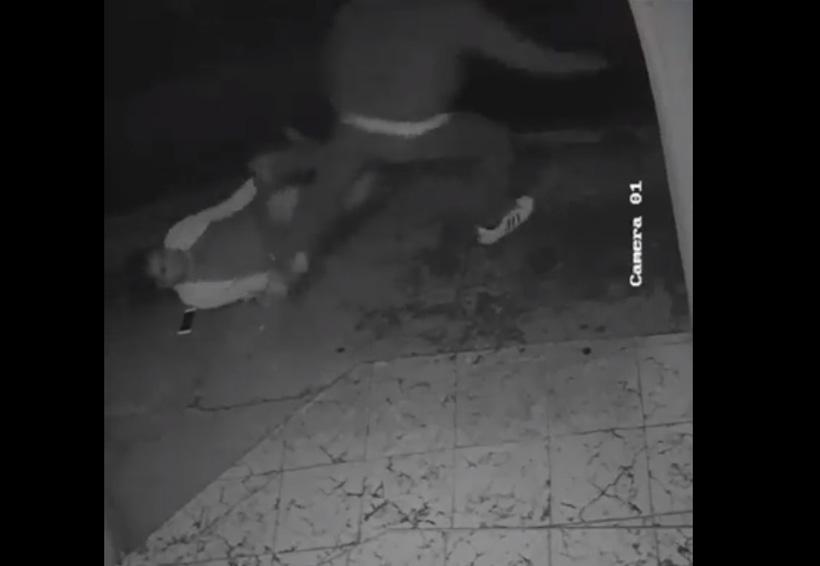 Intento de asalto a dos mujeres en Jalatlaco; video de seguridad capta el momento | El Imparcial de Oaxaca