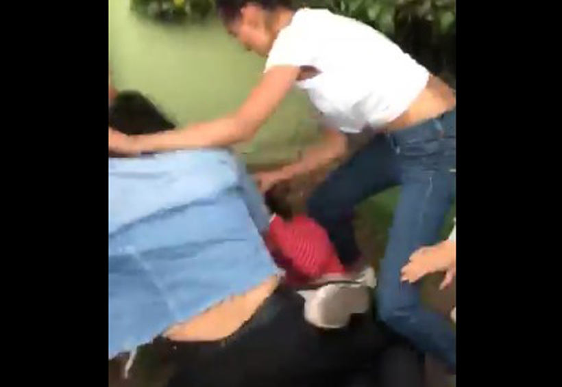 Video: Brutal agresión entre alumnas de la Universidad Latinoamericana | El Imparcial de Oaxaca