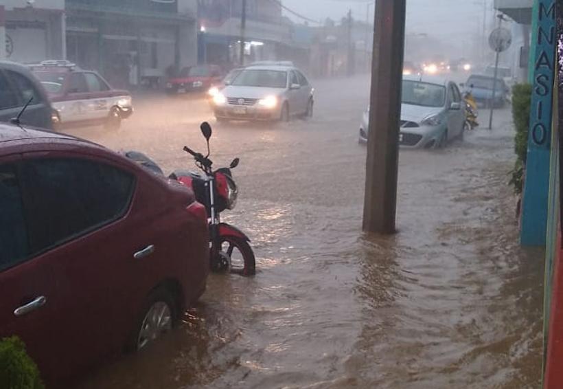 Severos encharcamientos, caída de árboles y carros varados deja tormenta en Oaxaca | El Imparcial de Oaxaca