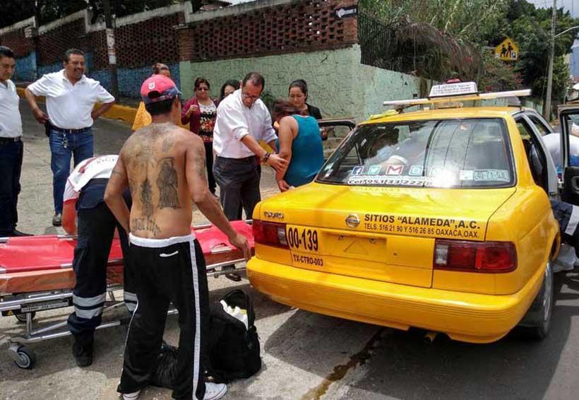 Mujer da a luz en un taxi de Oaxaca