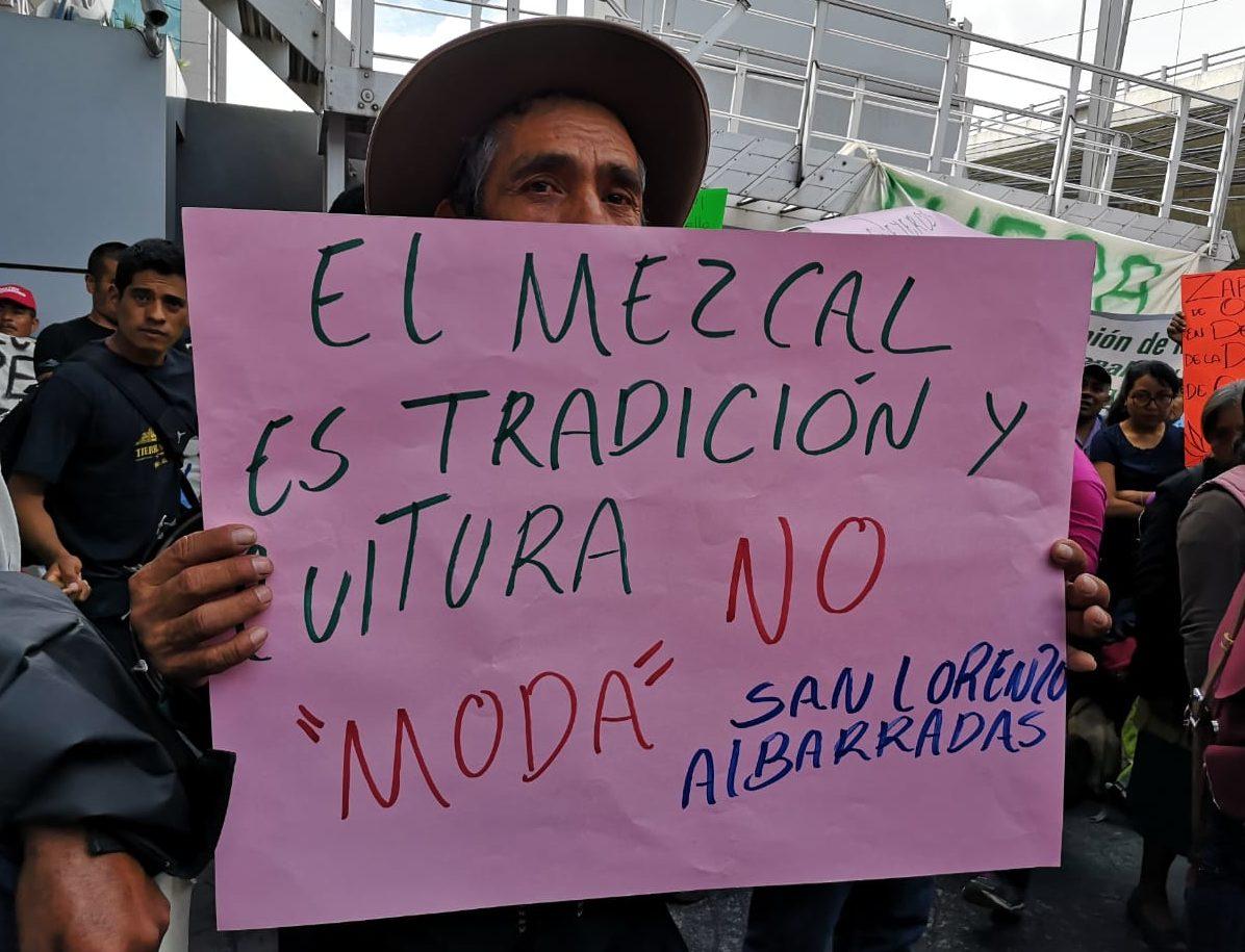 Mezcaleros marchan en CDMX para defender denominación de origen | El Imparcial de Oaxaca