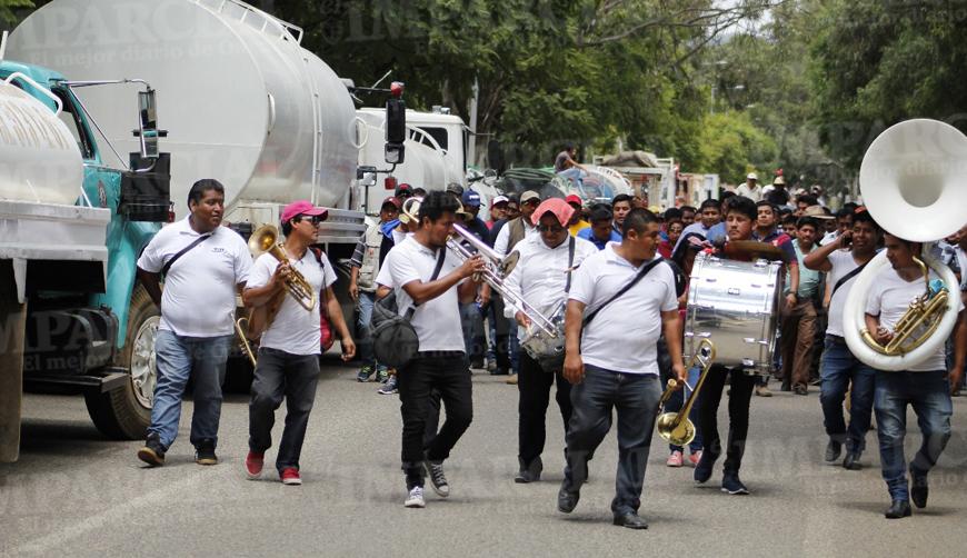 Transportistas abandonan la CTM y se adhieren al Sindicato Libertad