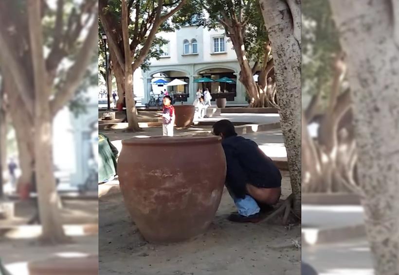 Indigna a oaxaqueños uso del zócalo como baño público | El Imparcial de Oaxaca