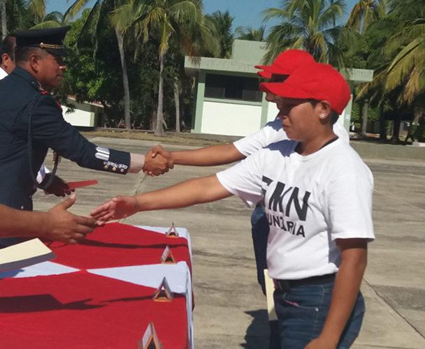 Entregan cartillas de Servicio Militar a 107 jóvenes