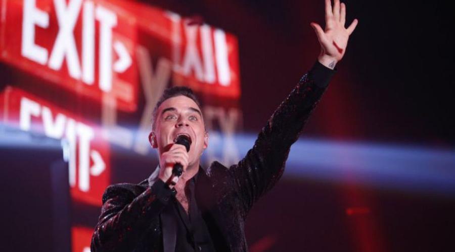 Robbie Williams es criticado por preguntarle su nombre de nacimiento a cantante transgénero | El Imparcial de Oaxaca