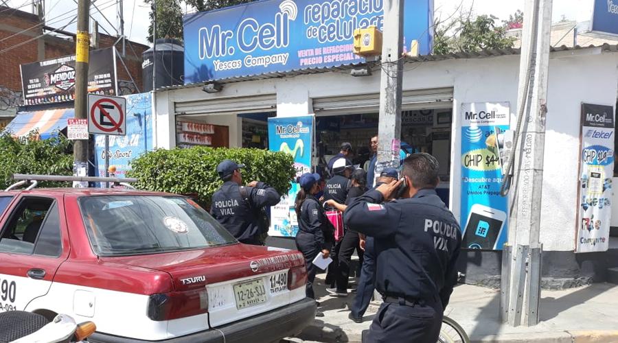 Taxi embiste a niño  en silla de ruedas en calles de la ciudad de Oaxaca