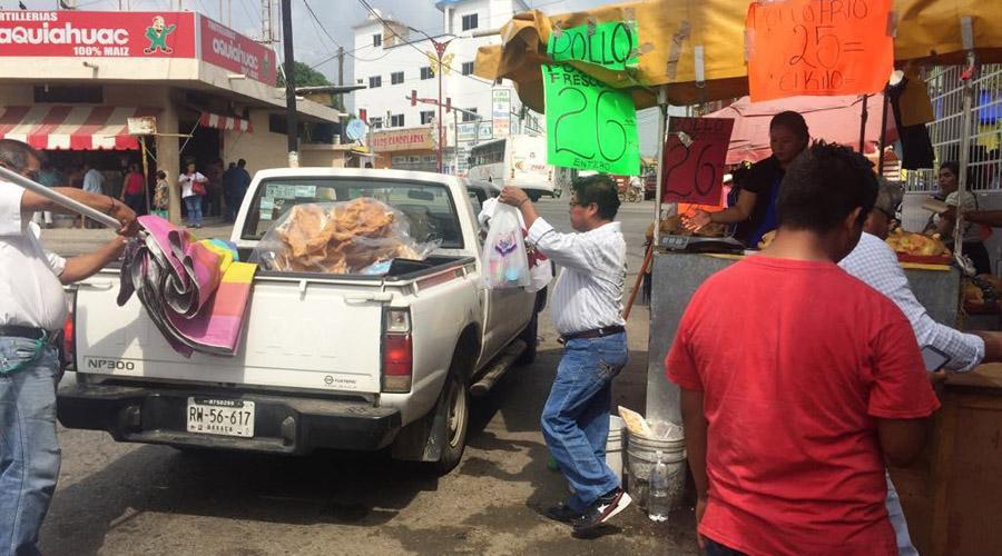 Comerciantes y particulares impiden la circulación vial en Tuxtepec, Oaxaca   El Imparcial de Oaxaca