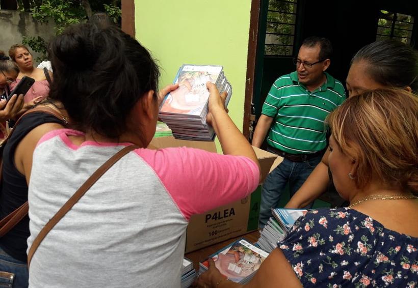 Conflicto sindical deja sin libros a niños de primaria | El Imparcial de Oaxaca