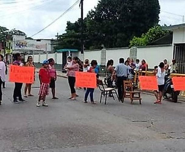 Continua conflicto en Primara Benito Juárez