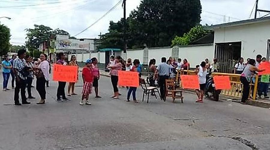 Continua conflicto en Primara Benito Juárez | El Imparcial de Oaxaca