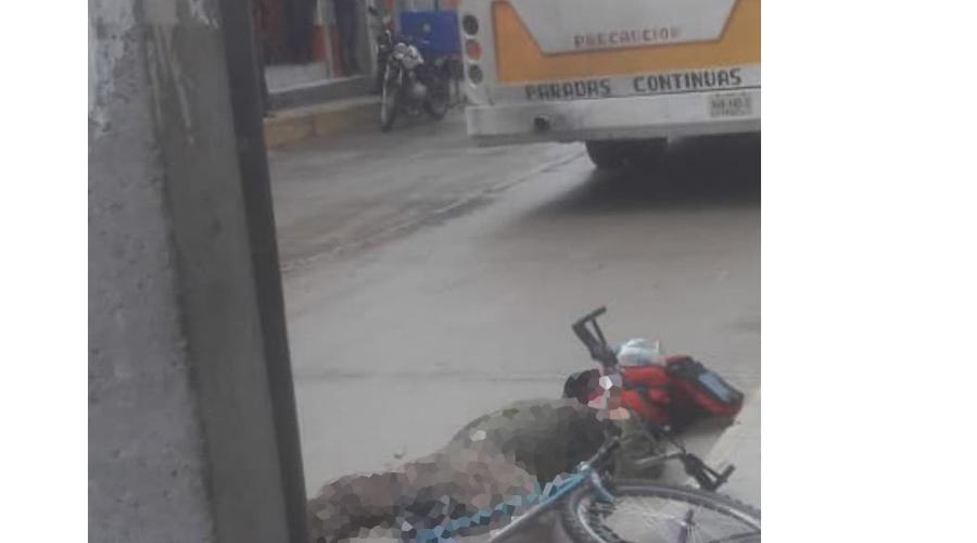 En Miahuatlán, atropella y mata autobús a ciclista