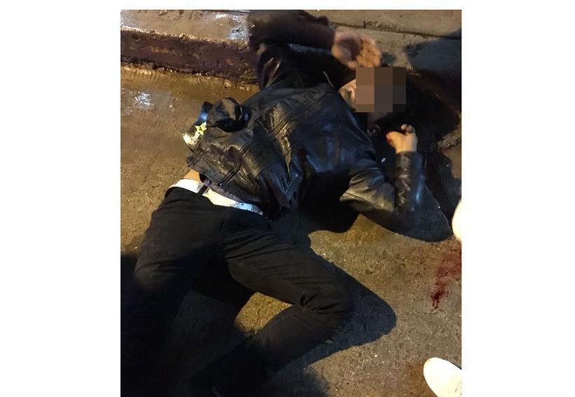 Joven motociclista se impacta  contra taxi y derrapa en Huajuapan | El Imparcial de Oaxaca