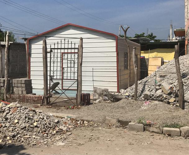 El sismo tiró su casa y la Sedatu los dejó en la calle