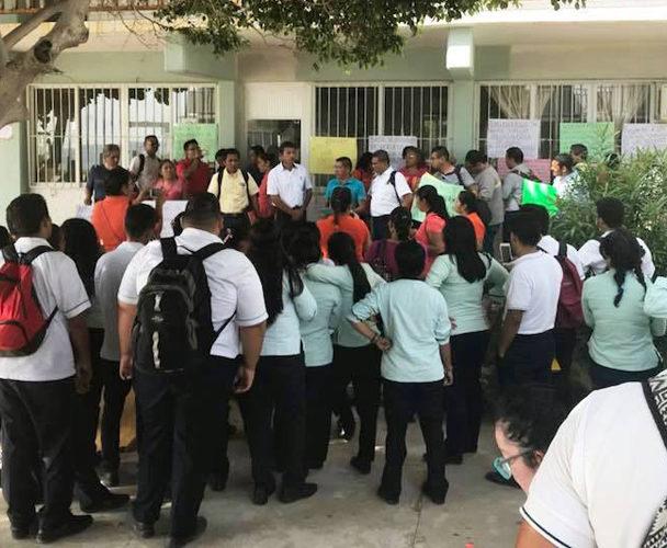 Exigen destitución de director del Conalep de Salina Cruz, Oaxaca