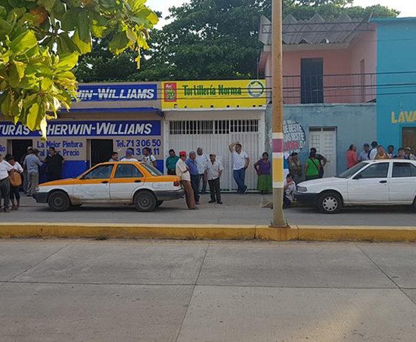 Gresca entre taxistas y motociclistas en Ixtepec, Oaxaca