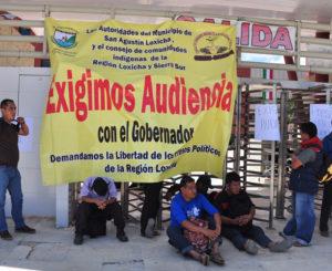 Desalojan a loxichas en Ciudad Administrativa